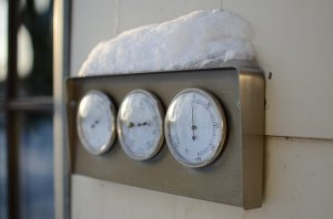 thermometer with snow